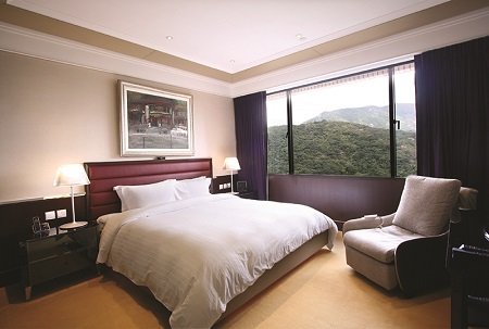 Hong Kong Parkview is set in the lush and rolling hills of the Tai Tam Country Park. The protected countryside spanning over 3000 acres is the perfect backdrop to this unique multi-dimensional complex